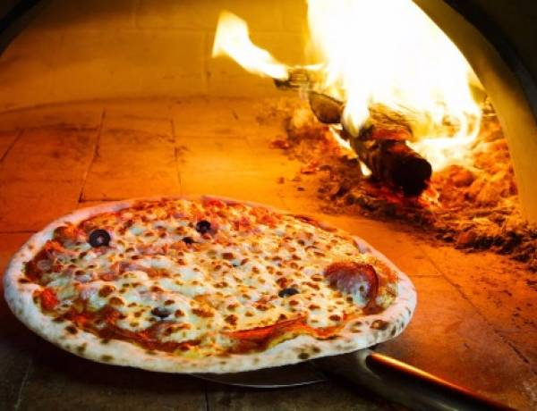 In 1889, the Queen of Italy, Margherita Savoy, ordered the first pizza delivery.