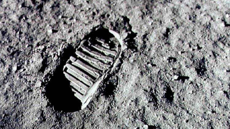 Neil Armstrong stepped on the Moon with his left foot first.
